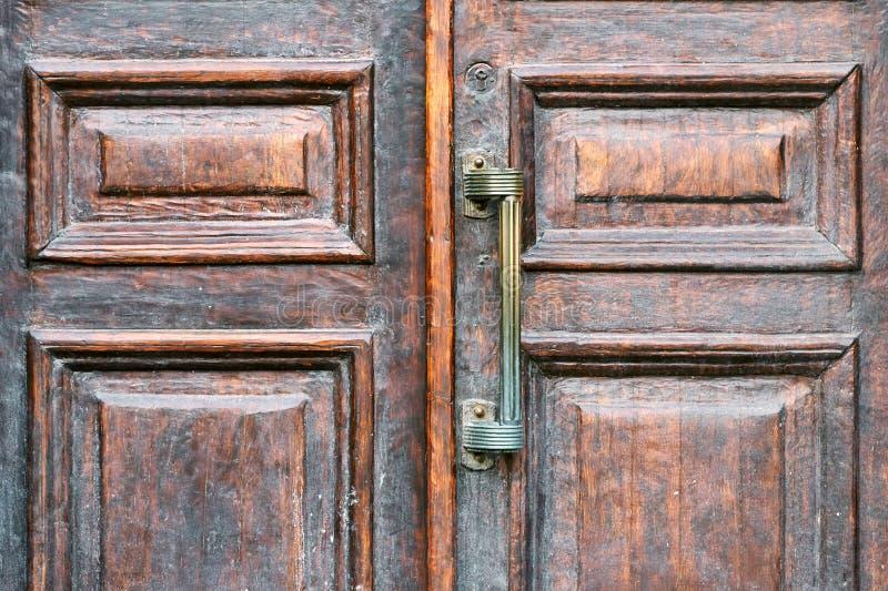 Punho de um fim de madeira da porta do vintage acima fotos de stock royalty free