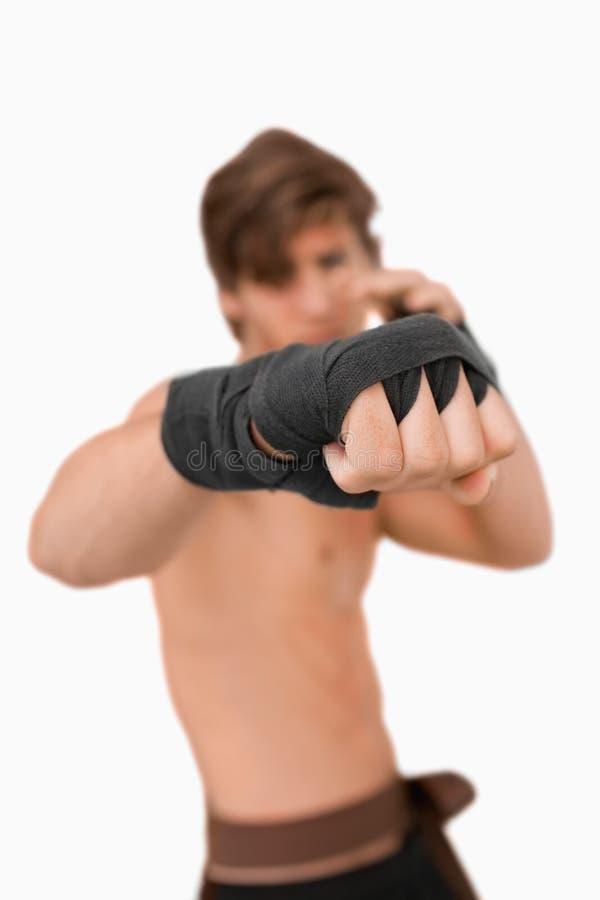 Punho dos lutadores das artes marciais fotos de stock