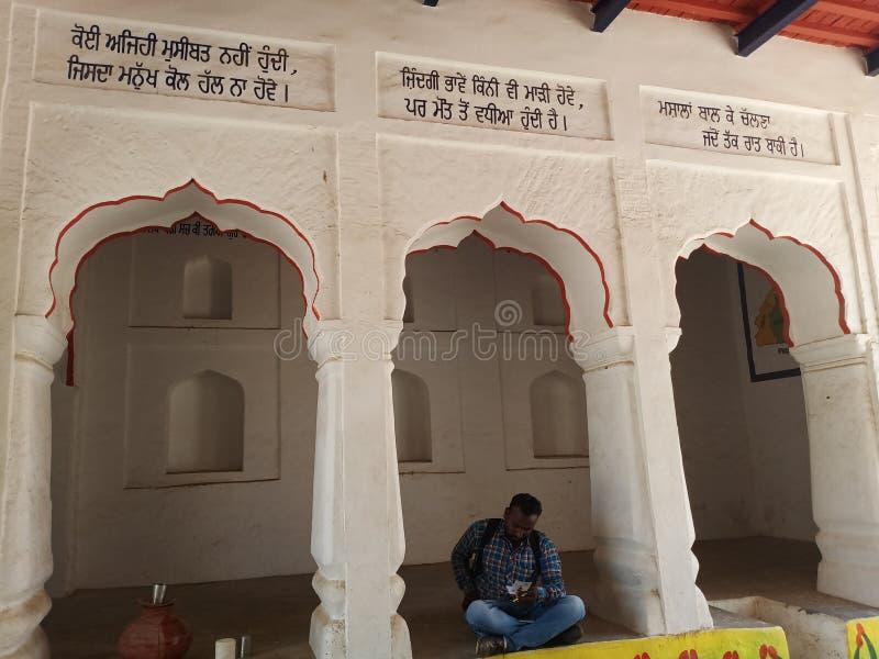 Punjabi villager font in village Chhathe arkivbilder