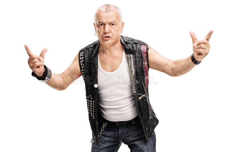 Punk maduro irritado que gesticula com mãos fotografia de stock royalty free