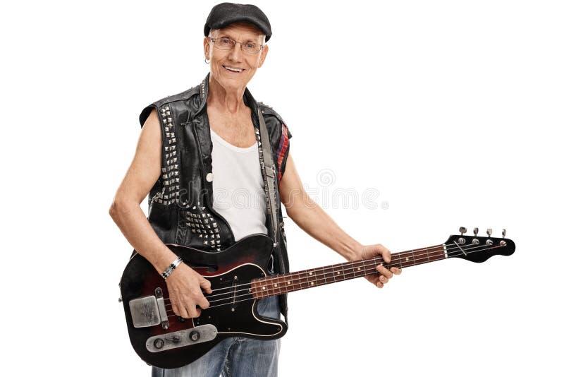 Punk superior que guarda uma guitarra-baixo fotos de stock