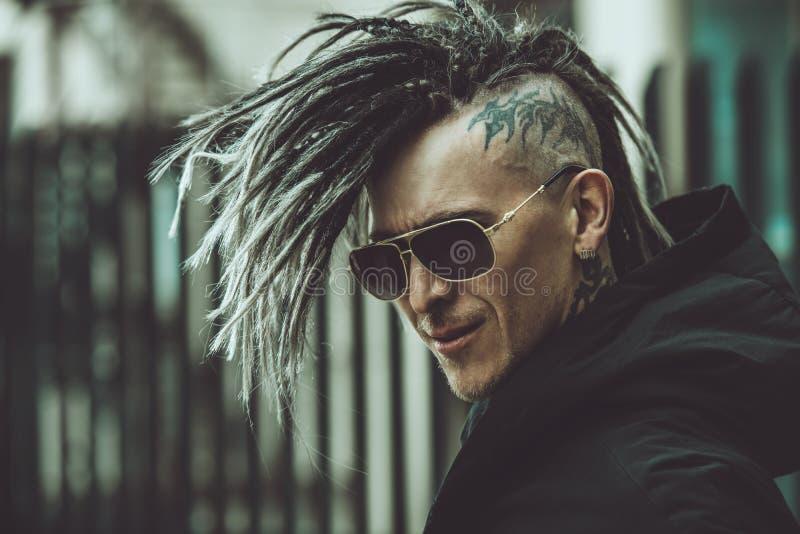 Punkrock på gatan royaltyfri foto