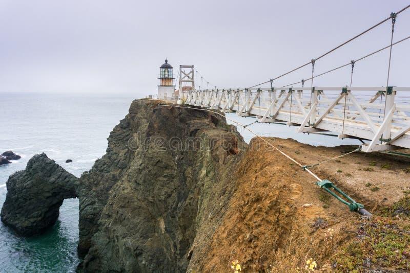 Punkt Bonita Lighthouse an einem nebeligen Tag, Marin Headlands, San- Francisco Baybereich, Kalifornien stockfotos