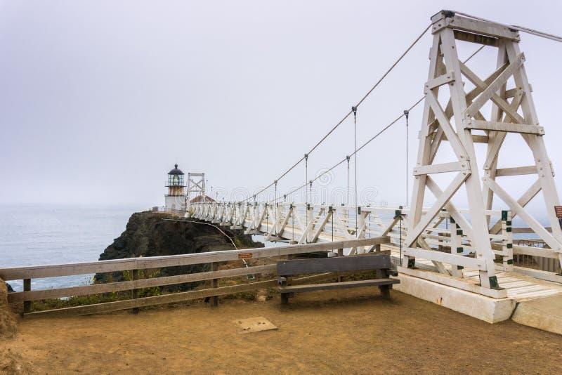 Punkt Bonita Lighthouse på en dimmig dag, Marin Headlands, San Francisco Bay område, Kalifornien arkivfoto