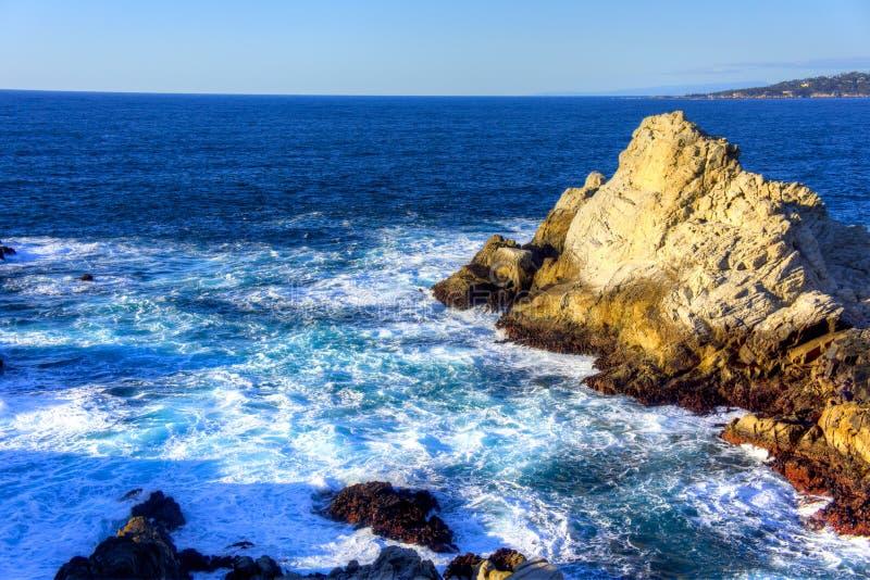 Punkt Lobos efter våg fotografering för bildbyråer