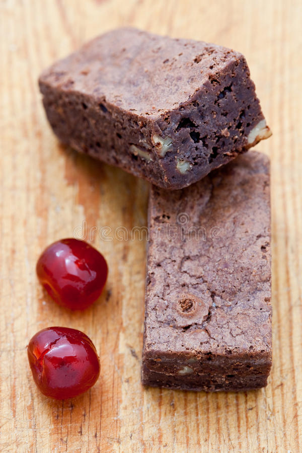 Download Punkt Wiśnie Czekoladowi Dwa Obraz Stock - Obraz złożonej z czekolada, odżywczy: 13333953