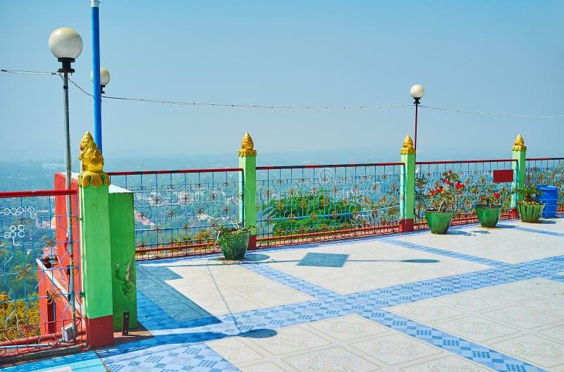 Punkt widzenia balkon Oo Ponya goleni Paya szczytu pagoda Wkrótce, Sagaing zdjęcie royalty free
