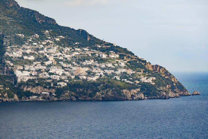 Punkt widzenia drogi strona od Sorrento miasteczka positano mediterran zdjęcia royalty free