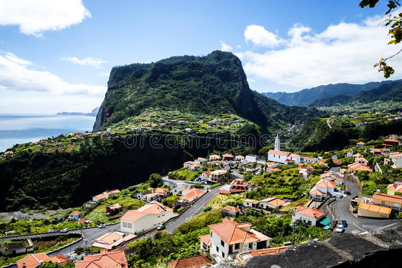 punkt widzenia nad Faial i skałą Penha De à  orła lub guia, madera, Portugalia zdjęcia royalty free