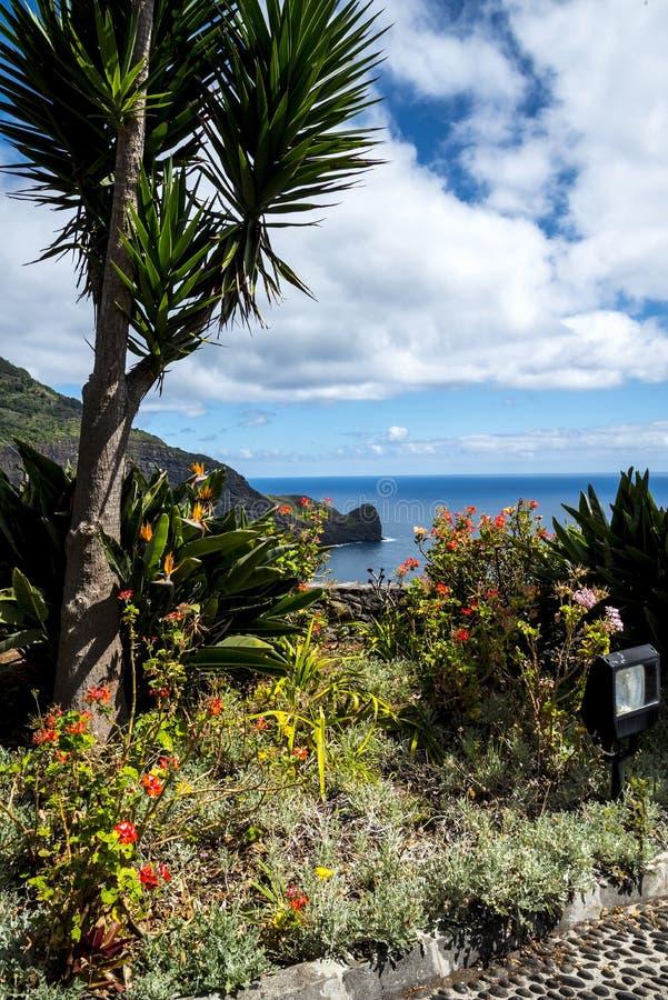 punkt widzenia nad Faial i skałą Penha De à  orła lub guia, madera, Portugalia fotografia stock