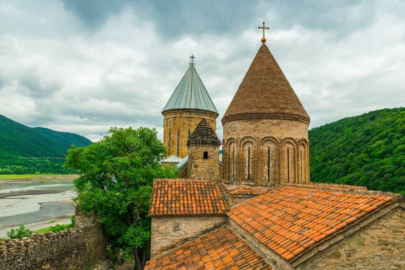 Punkt zwrotny Gruzja, Ananuri forteca przegapia rzeczną dolinę - fotografia stock