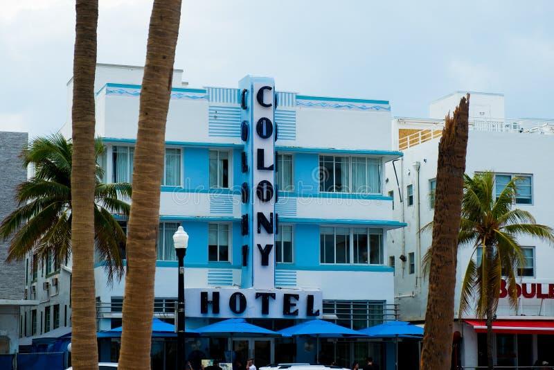 Punkt zwrotny koloni hotel w Miami podczas chmurnego letniego dnia na ocean przejażdżce zdjęcia royalty free