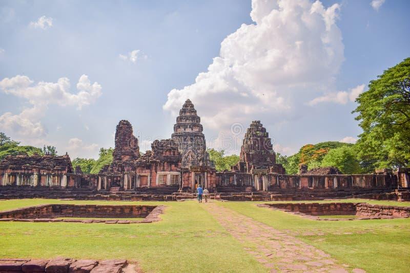 Punkt zwrotny Tajlandia - stary kamienia kasztel w Phimai Dziejowym parku przy Nakhon ratchasima Tajlandia, Sławne atrakcje turys zdjęcia royalty free