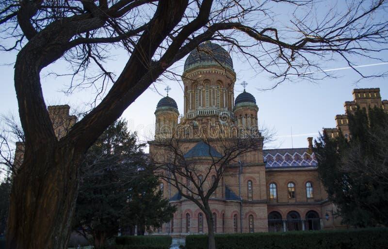 Punkt zwrotny w Chernivtsi, Ukraina, ortodoksyjny kościół przy uniwersytetem poprzednia metropolita siedziba fotografia royalty free