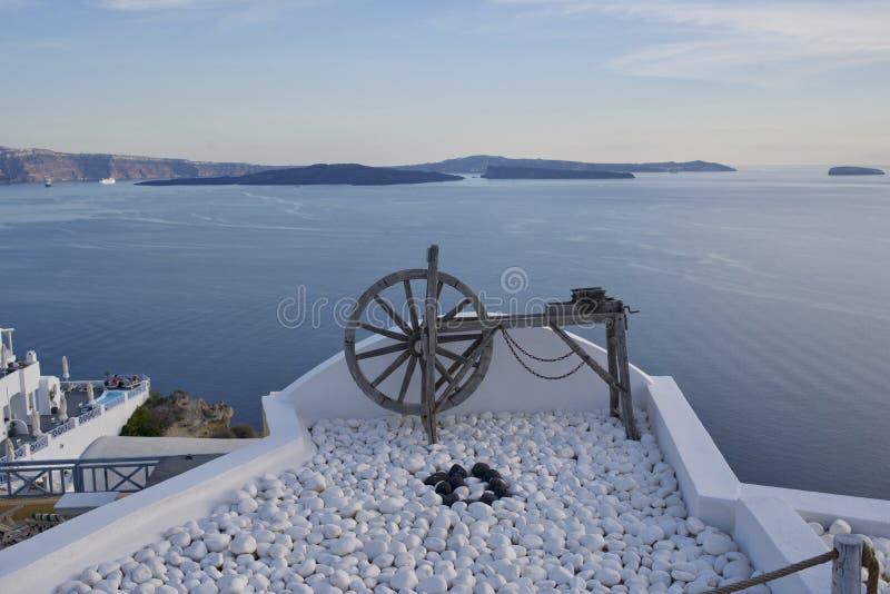 Punktu obserwacyjnego widok morze w Santorini Grecja fotografia stock