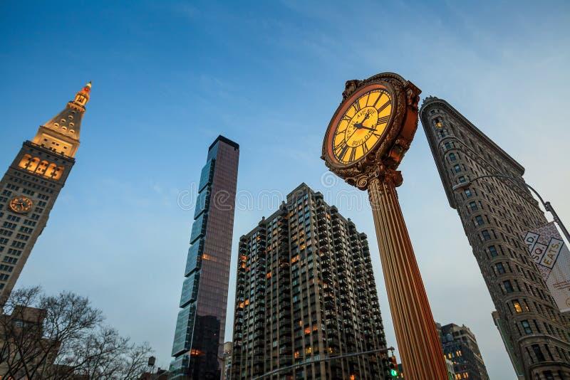 Punktu zwrotnego fifth avenue obsady żelaza chodniczka zegar zdjęcie stock