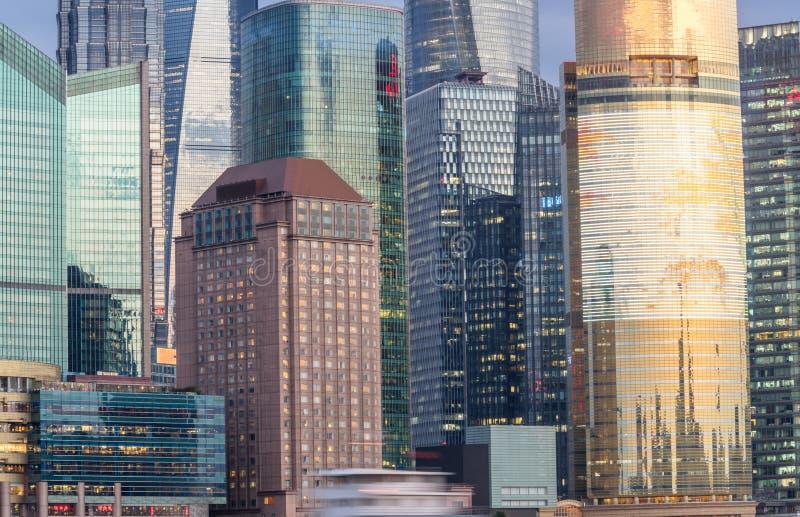 Punkty zwrotni Szanghaj, grupa nowożytni biznesowi budynki obrazy royalty free
