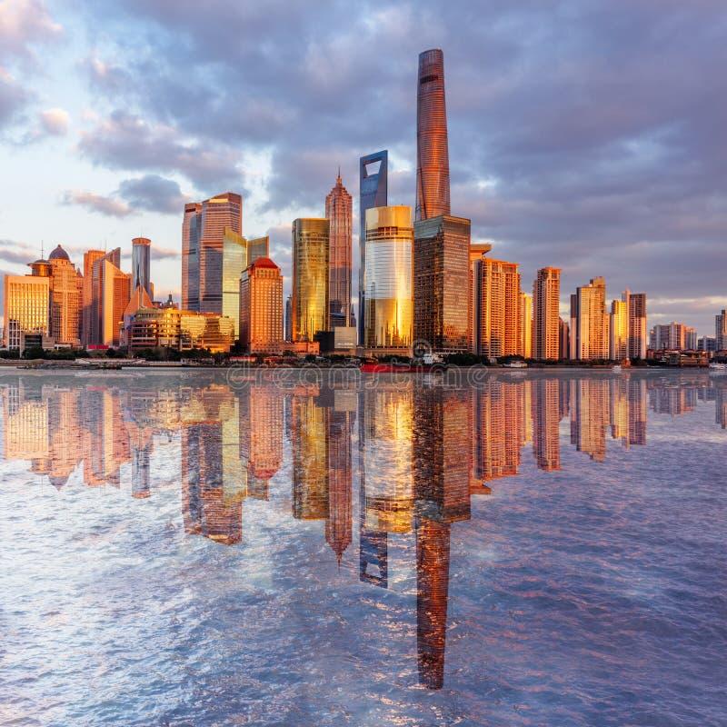 Punkty zwrotni Szanghaj z Huangpu rzeką zdjęcia stock