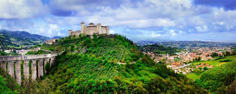 Punkty zwrotni Włochy - imponująco średniowieczny grodzki Spoleto w Umbria obrazy stock