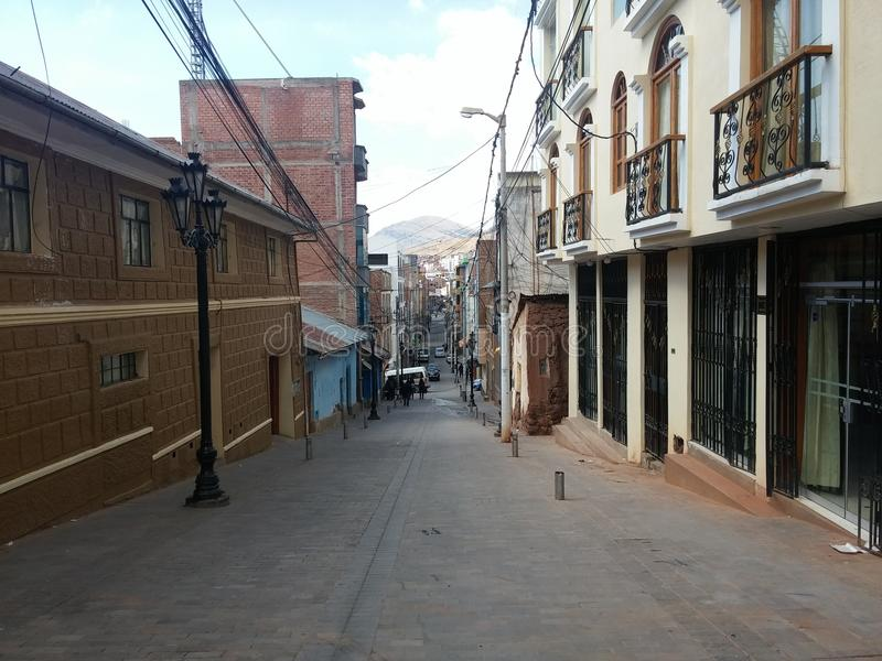 Puno, Perú: Calle característica de Puno fotografía de archivo libre de regalías