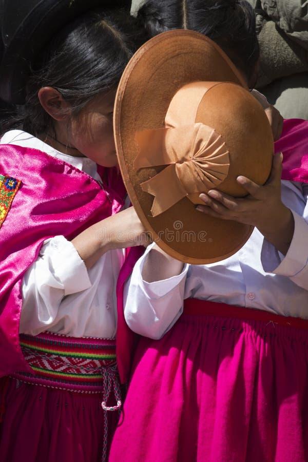 Puno Peru, Sierpień, - 20, 2016: Rodzimi ludzie od peruvian miasta d zdjęcie stock