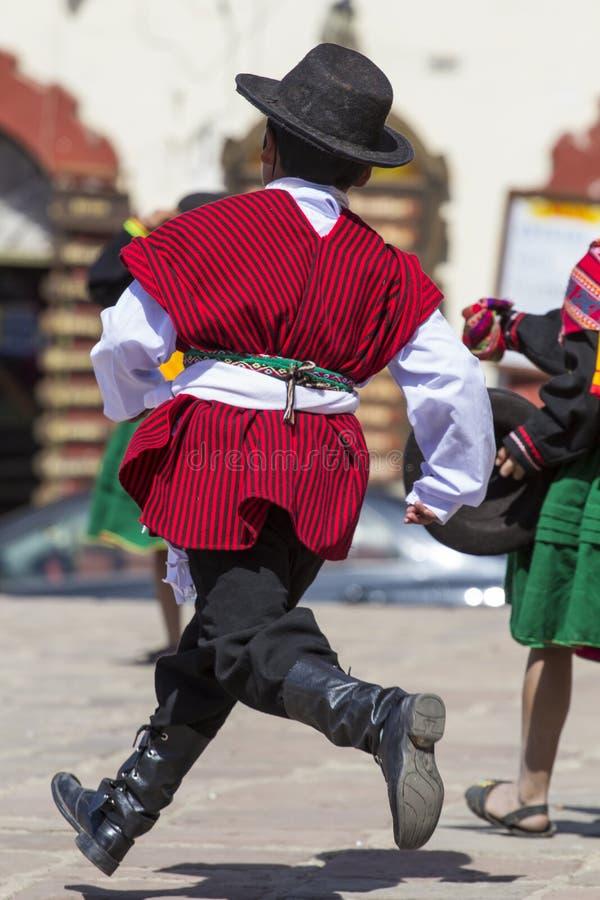 Puno Peru, Sierpień, - 20, 2016: Rodzimi ludzie od peruvian miasta d obraz stock