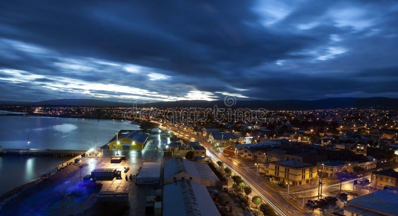 Punta Arenas en la puesta del sol foto de archivo