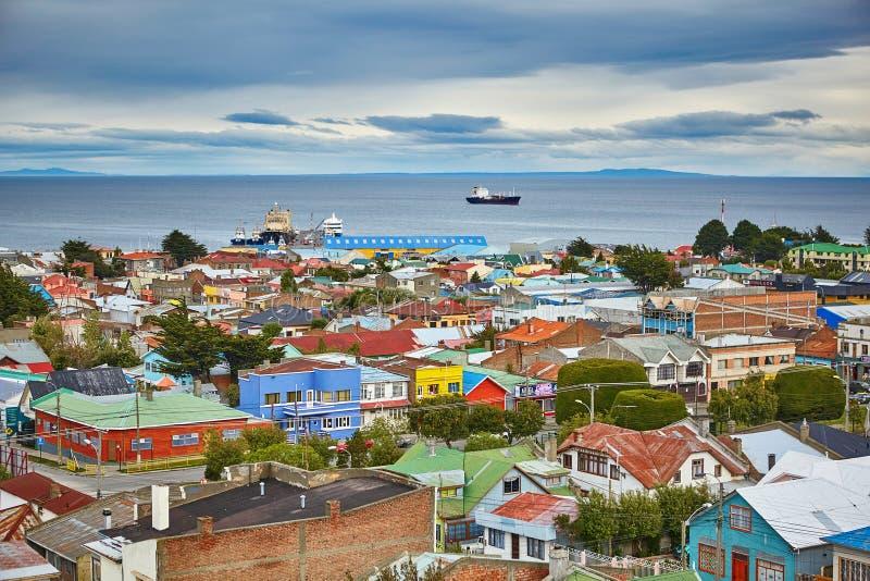 Punta Arenas med den Magellan kanalen i Patagonia royaltyfria foton