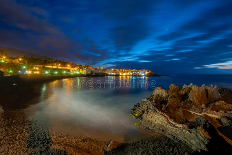 Punta Brava Playa Jardin, Puerto de la Cruz, Teneriffa Nacht Photog stockfotografie