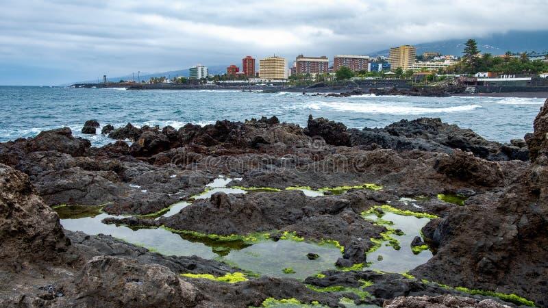 2019-03-12 Punta Brava - Puerto de la Cruz, Santa Cruz de Tenerife lilla staden på den atlantiska kusten arkivfoto