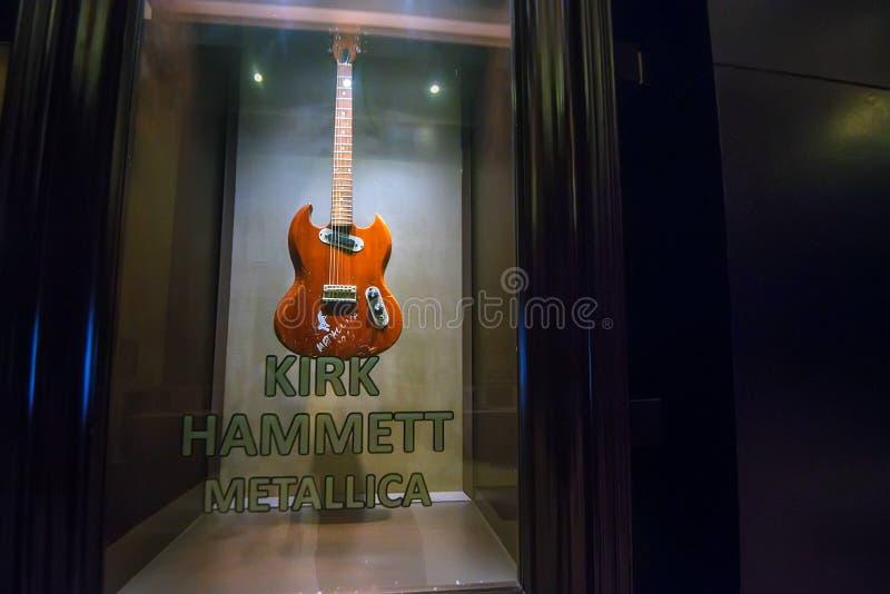PUNTA CANA, DOMINIKANISCHE REPUBLIK - 29. OKTOBER 2015: Gitarre von Kirk Hammett in Punta Cana stockfoto