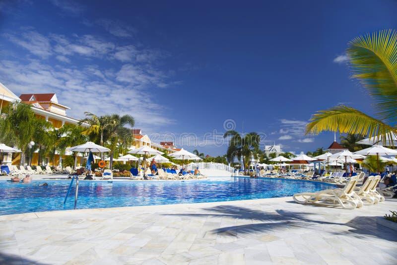 Punta Cana, República Dominicana - Bahia Principe Aquamarine Hotel Pool magnífica imagen de archivo