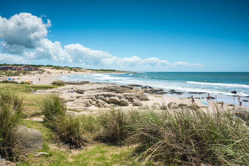 Punta del Diablo Beach, Uruguay kust royaltyfria foton