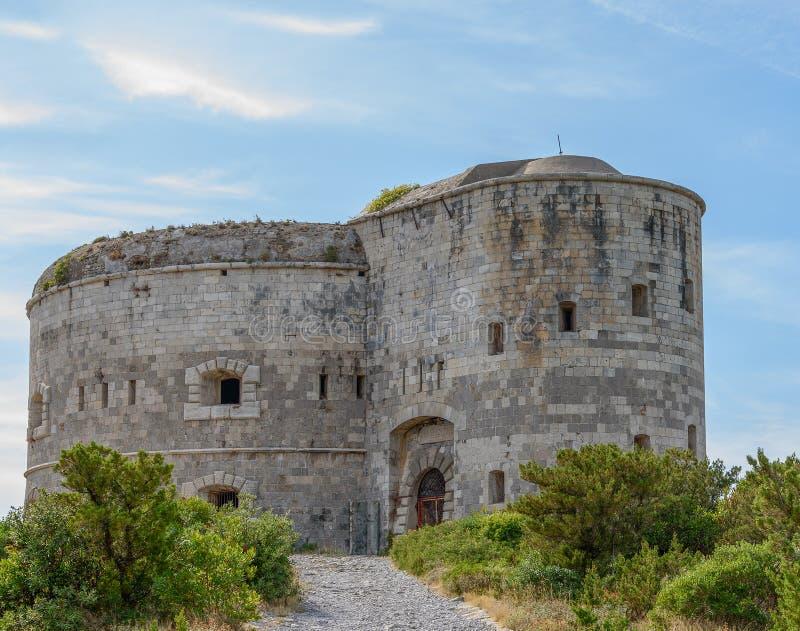 Punta Di Arza is een Austro-Hungarian fort bij de Kaap van Miriste Historisch sightseeing van Adriatische Overzees in Montenegro royalty-vrije stock foto's