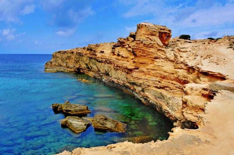 punta Sa Pedrera de海岸在Formentera,巴利阿里群岛,西班牙 免版税库存图片