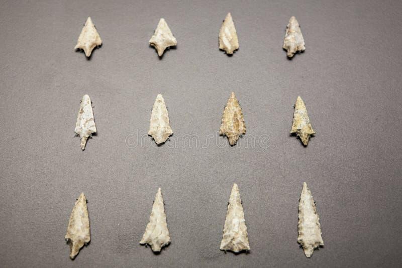 Puntas de flecha de piedra neolíticas imagen de archivo libre de regalías