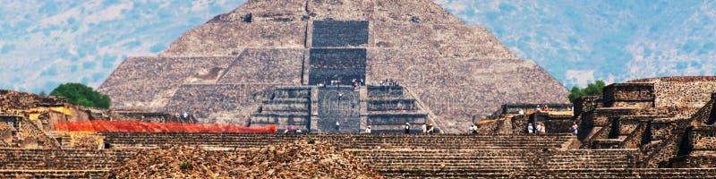Punti di riferimento del Messico Piramide della luna, piramidi di Teotihuacan immagini stock libere da diritti