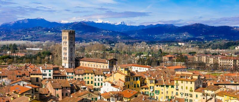 Punti di riferimento dell'Italia - bella città medievale Lucca in Toscana C immagini stock libere da diritti