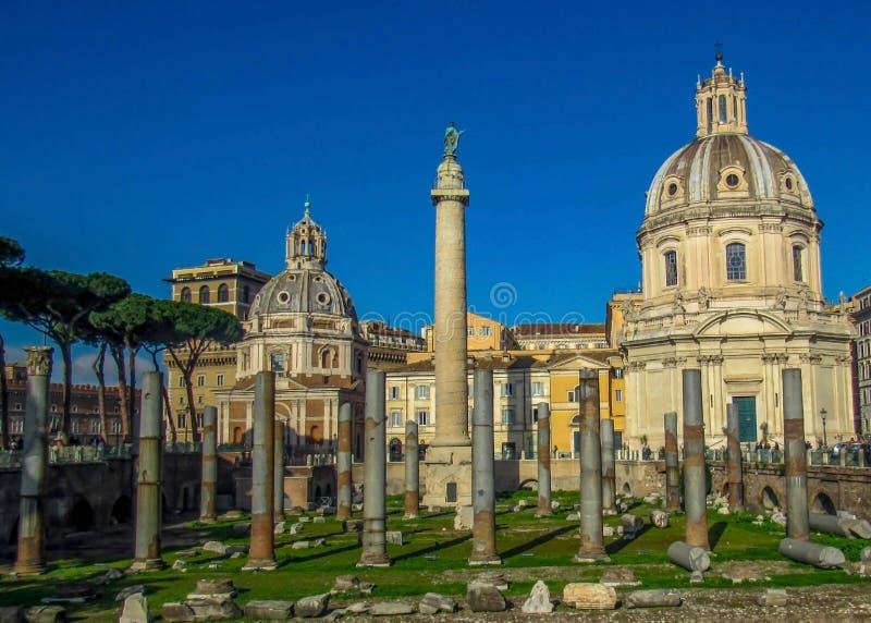 Punti di riferimento e rovine storiche a Roma, Italia immagini stock libere da diritti