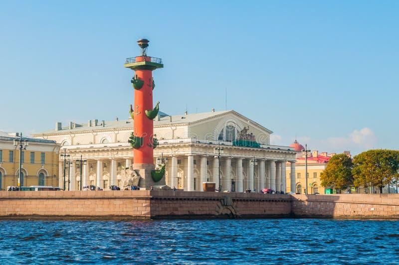 Punti di riferimento di St Petersburg Russia dello sputo dell'isola di Vasilievsky Costruzione di scambio rostrale del fondo anti fotografia stock libera da diritti