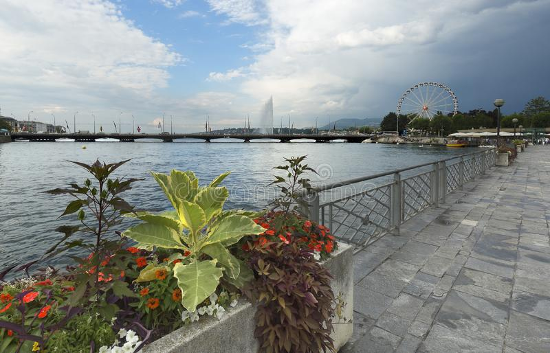 Punti di vista del lago Lemano e di Promemade du Lac, nella città di Ginevra fotografia stock