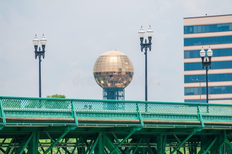 Punti di vista di Knoxville Tennessee del centro il giorno soleggiato immagini stock libere da diritti