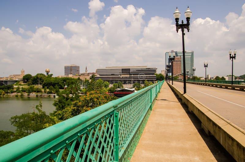 Punti di vista di Knoxville Tennessee del centro il giorno soleggiato fotografia stock libera da diritti