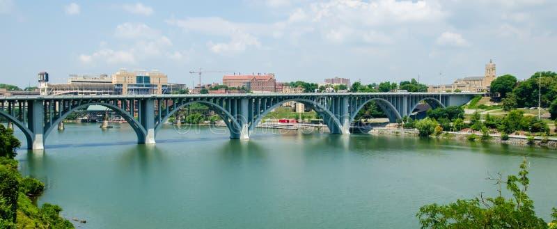 Punti di vista di Knoxville Tennessee del centro il giorno soleggiato fotografia stock