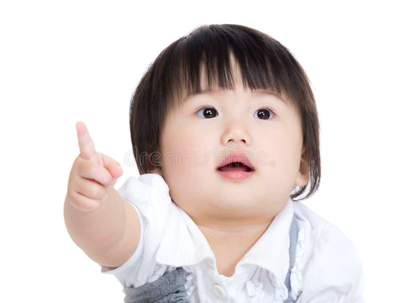 Punto asiatico del dito della neonata in avanti immagine stock