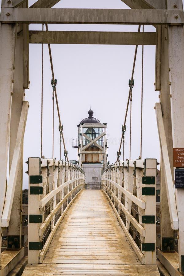 Punto Bonita Lighthouse en un día de niebla, Marin Headlands, área de la Bahía de San Francisco, California imagen de archivo libre de regalías