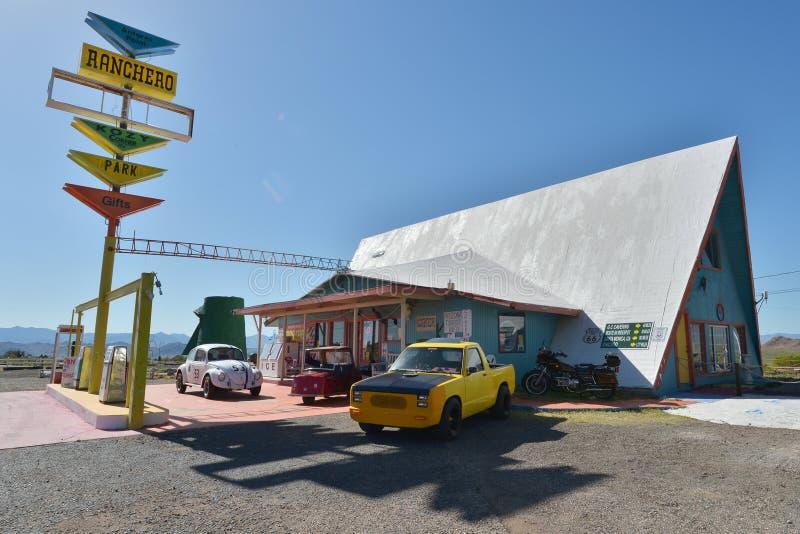 Punto de Antares, Arizona, los E.E.U.U., el 20 de abril de 2017: El motel del Ranchero, símbolo de Route 66 imagen de archivo libre de regalías