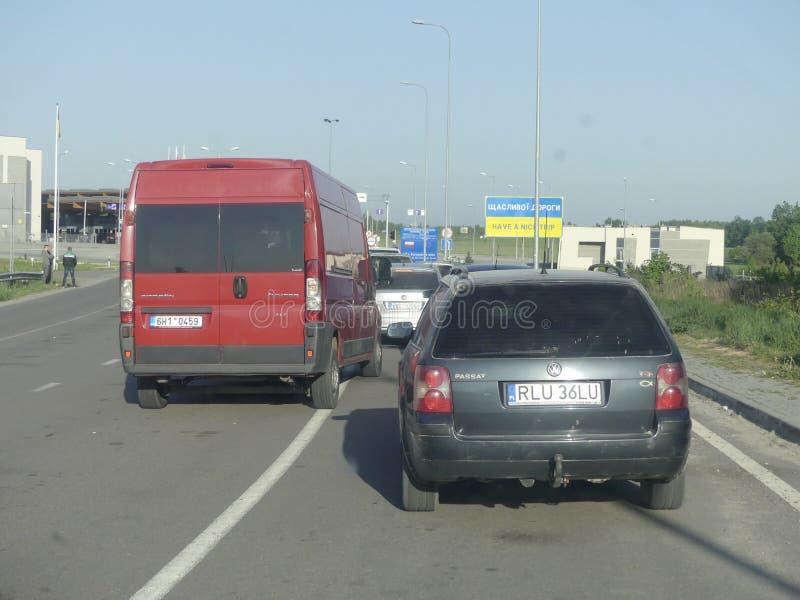 Punto de control de Hrushiv-Budomezh en la frontera con Ucrania y Polan imagenes de archivo