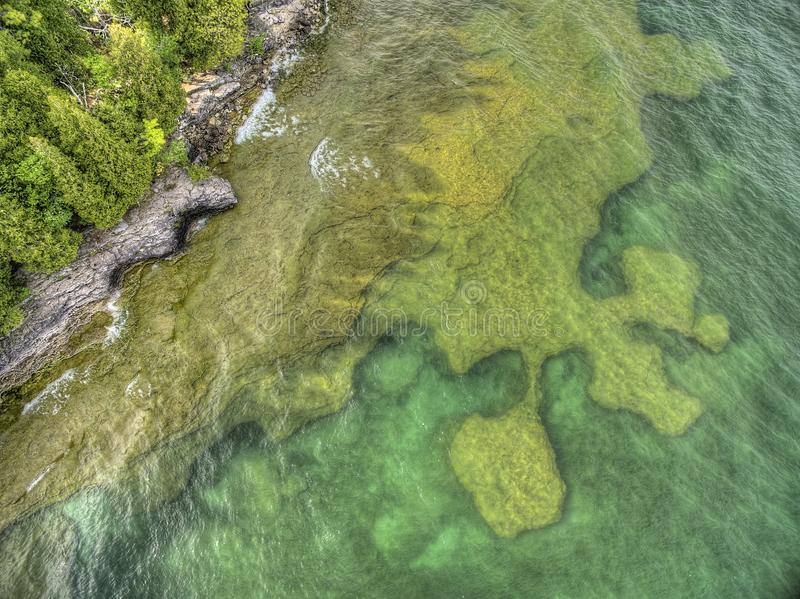 Punto de la cueva en el lago Michigan en Wisconsin imagen de archivo