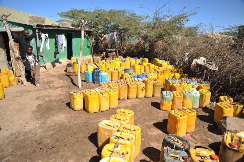 Punto de la entrega del agua en un campamento de refugiados africano foto de archivo libre de regalías
